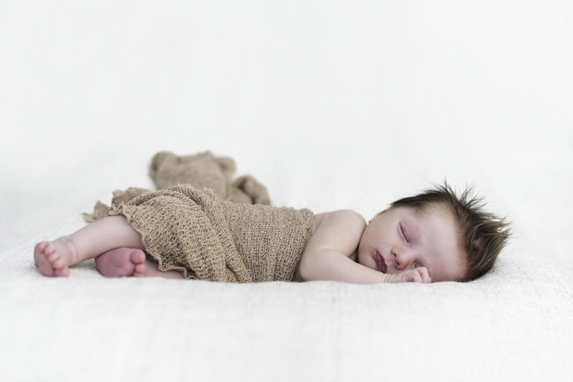 Newborn photoshoot, gender-neutral | Happy Grey Lucky
