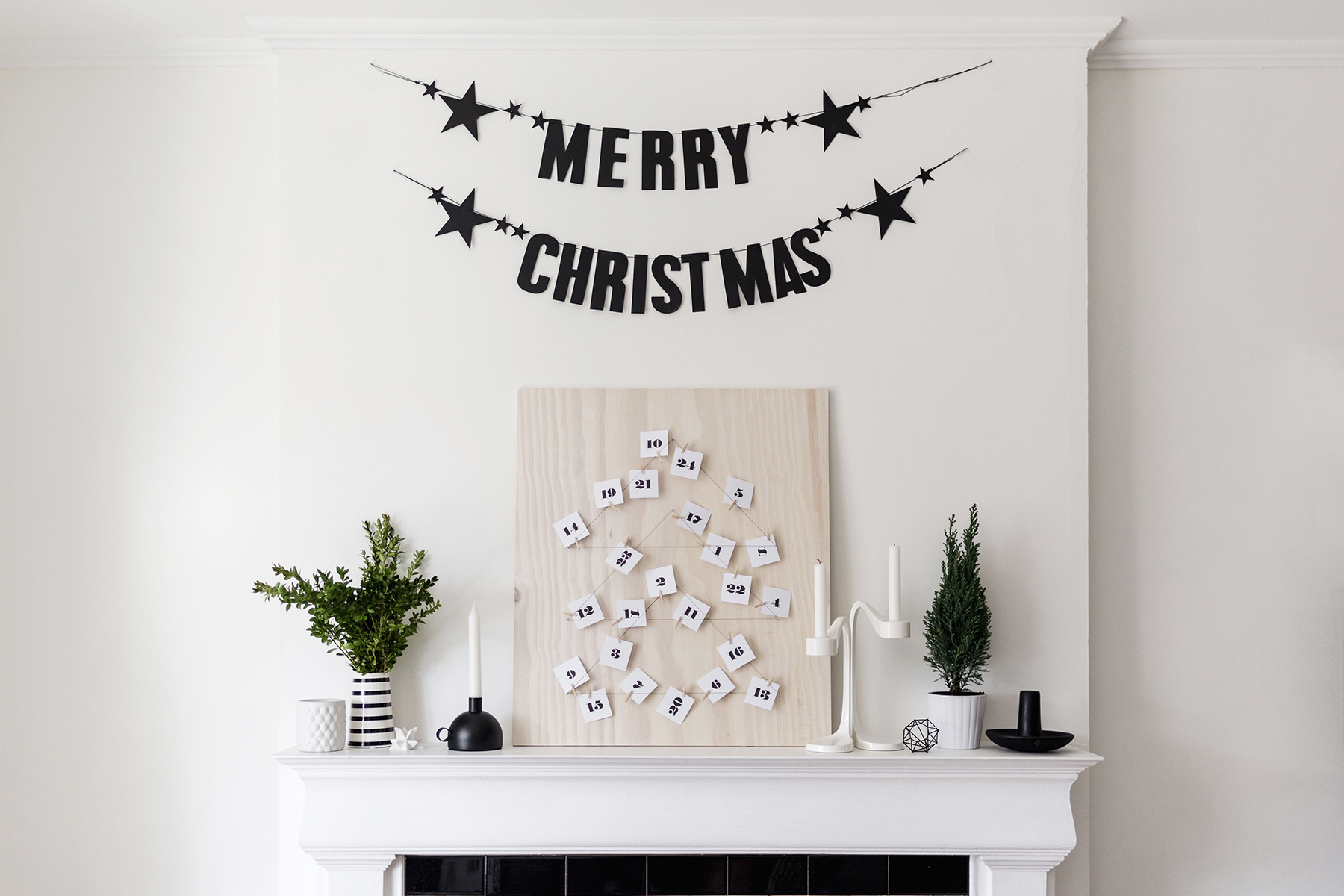 Scandinavian Christmas decor - DIY advent calendar + Merry Christmas banner | Happy Grey Lucky