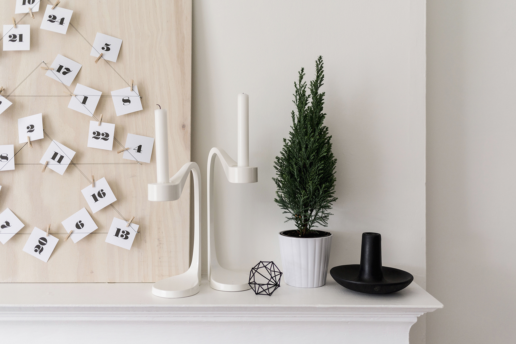 Scandinavian Christmas mantle | Happy Grey Lucky