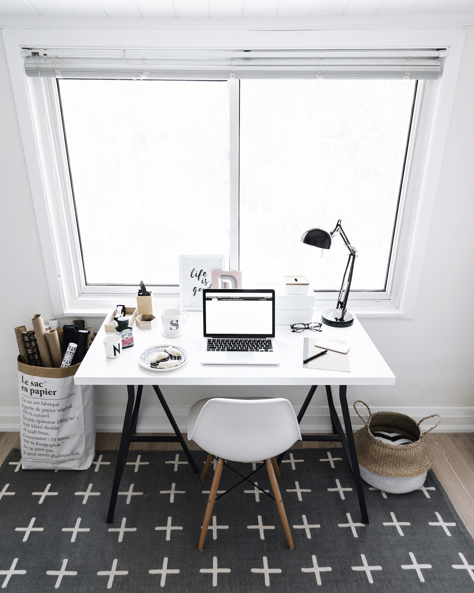 Tips for working from home as a stay-at-home mom | Happy Grey Lucky