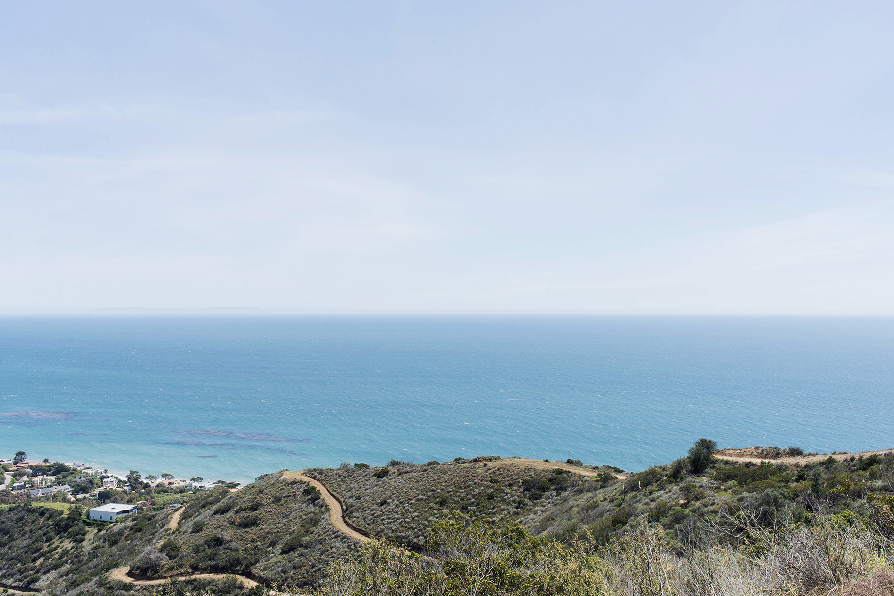 Malibu hills overlooking ocean, California family travel with baby & toddler | Happy Grey Lucky
