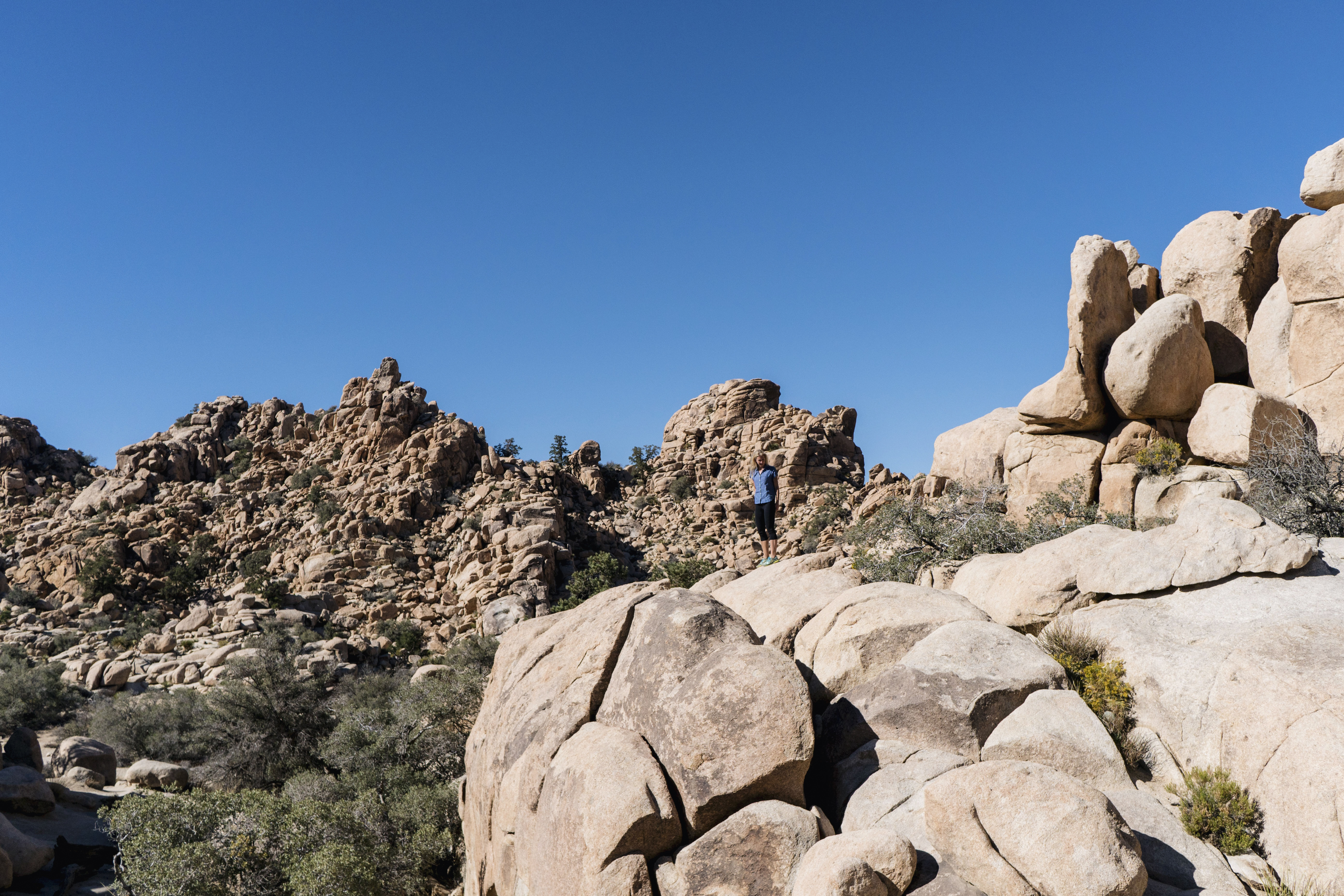 Joshua Tree National Park Hidden Valley Trail | Sisters Trip to California | Happy Grey Lucky