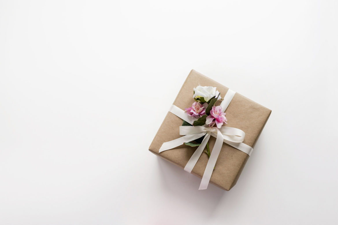 Spring gift wrap with kraft paper and florals | Happy Grey Lucky