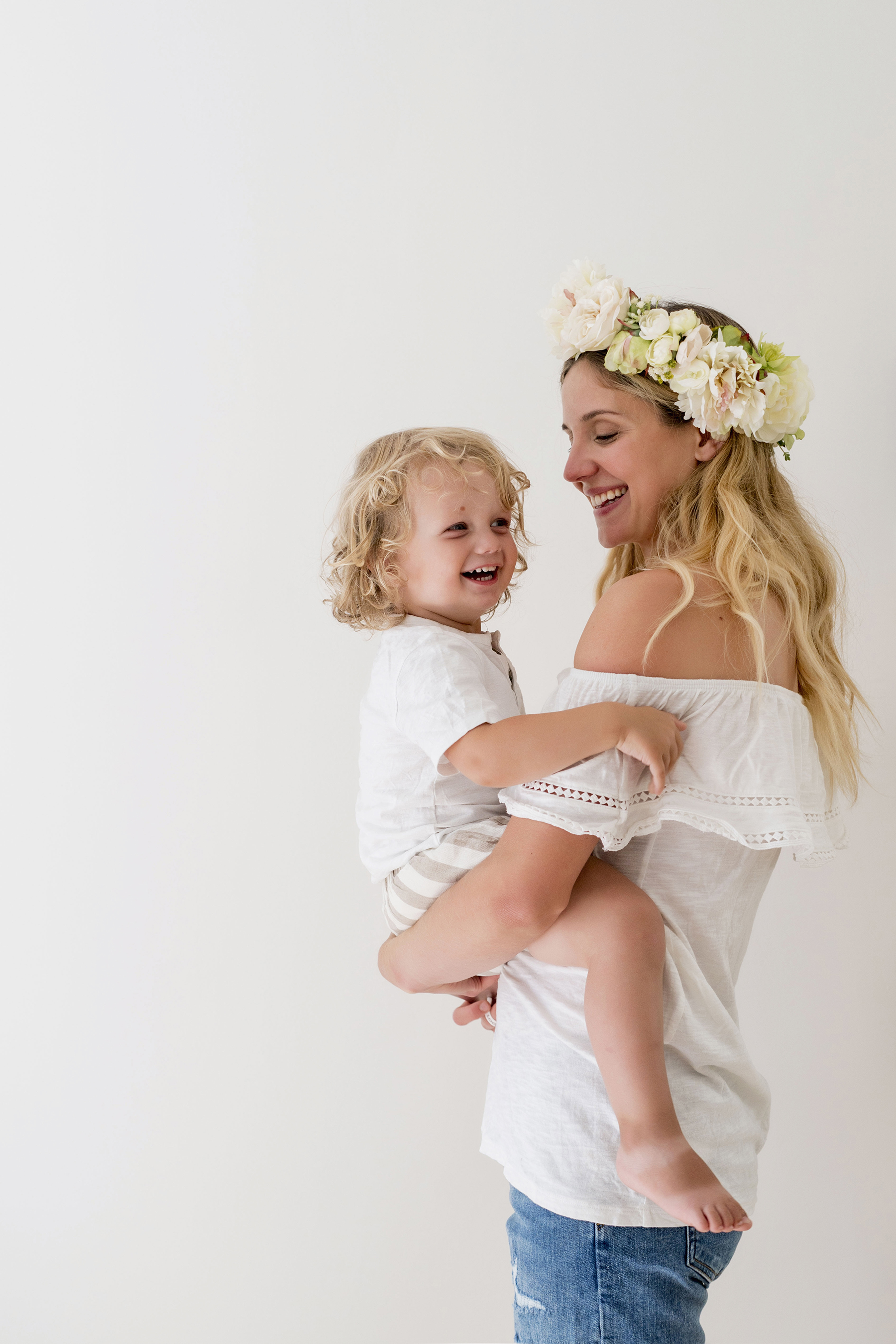 Flower mom - mom and baby | A wild + boho baby shower with pastel colours + rustic details