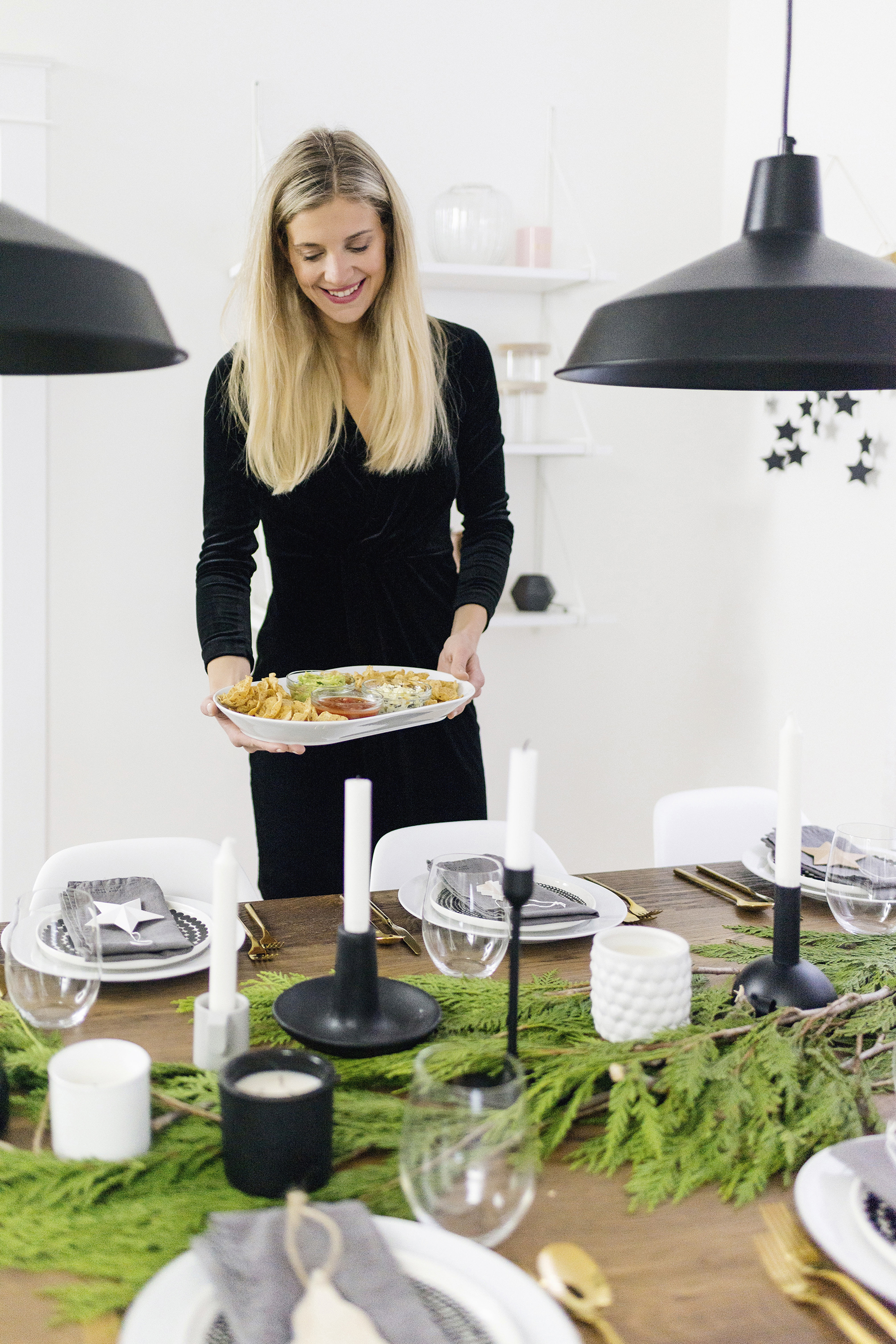 Modern, Scandinavian Christmas tablescape | The best chips and dips party recipe