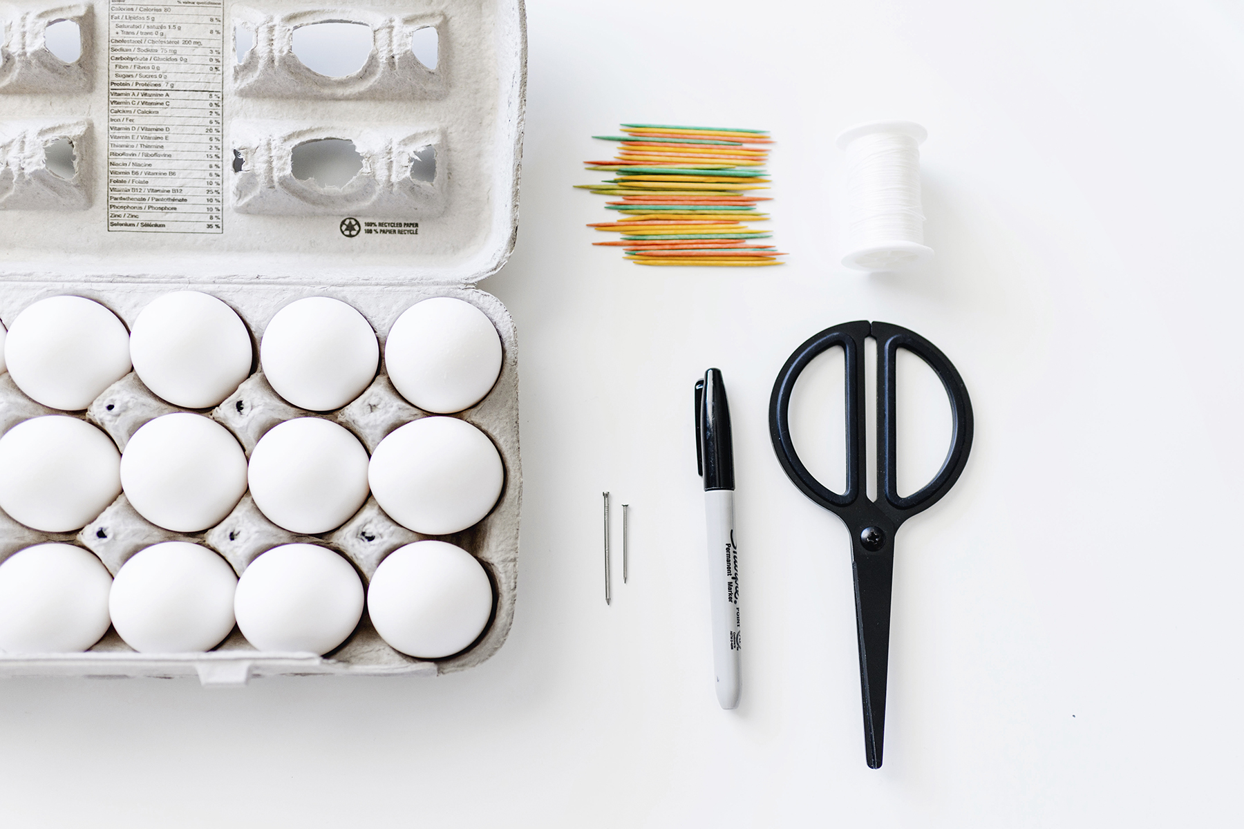 DIY Scandinavian sharpie Easter eggs - black and white, modern | Happy Grey Lucky