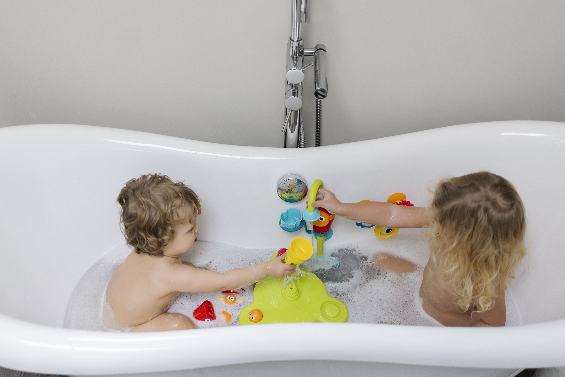 Bathtime with Yookidoo bath toys - Five Things | Happy Grey Lucky