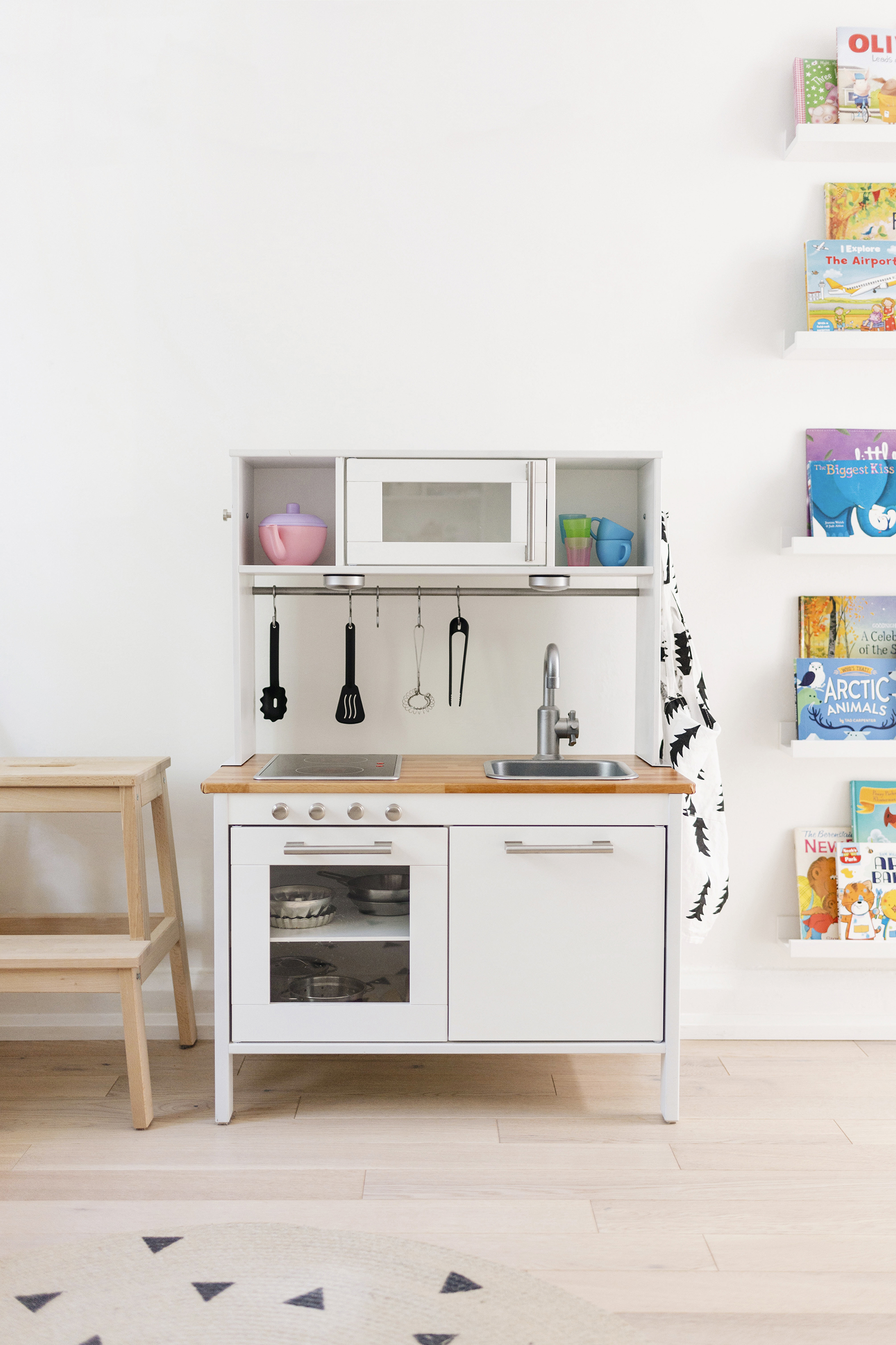 ikea hack a scandinavian inspired play kitchen happy. Black Bedroom Furniture Sets. Home Design Ideas