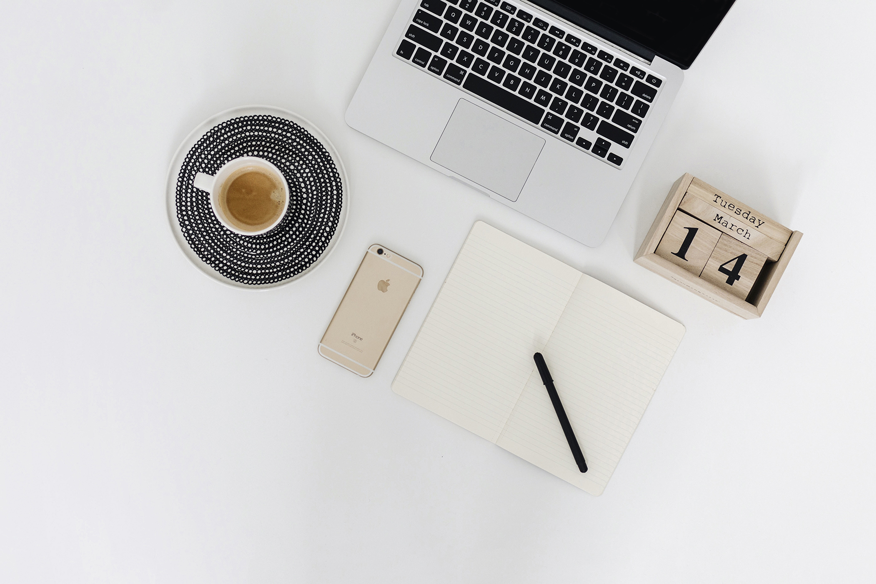 Work laptop flatlay | How to start and grow a successful lifestyle blog in 10 steps | Happy Grey Lucky