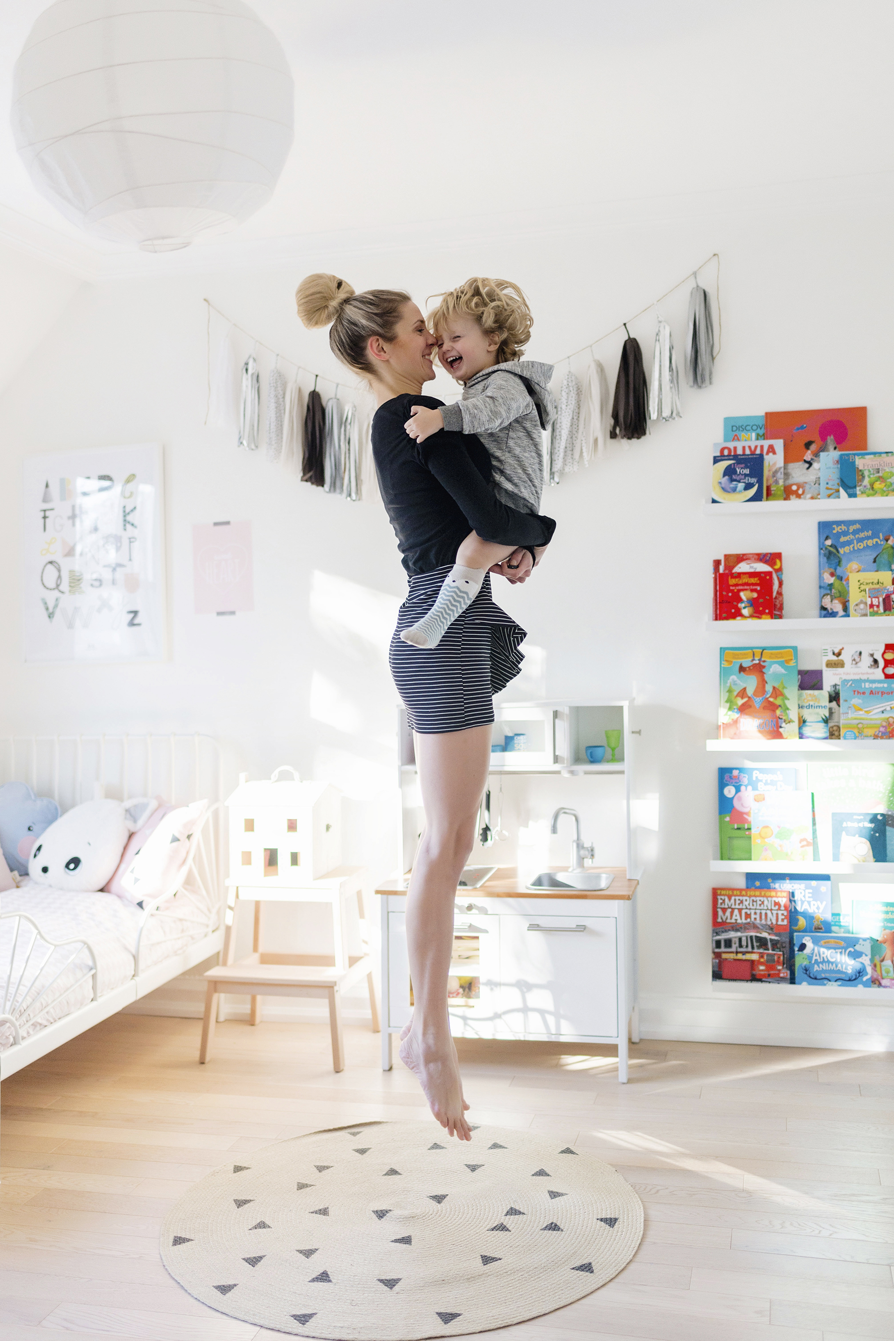How To Take Self Portraits With Your Kids And By Yourself Too Happy Grey Lucky