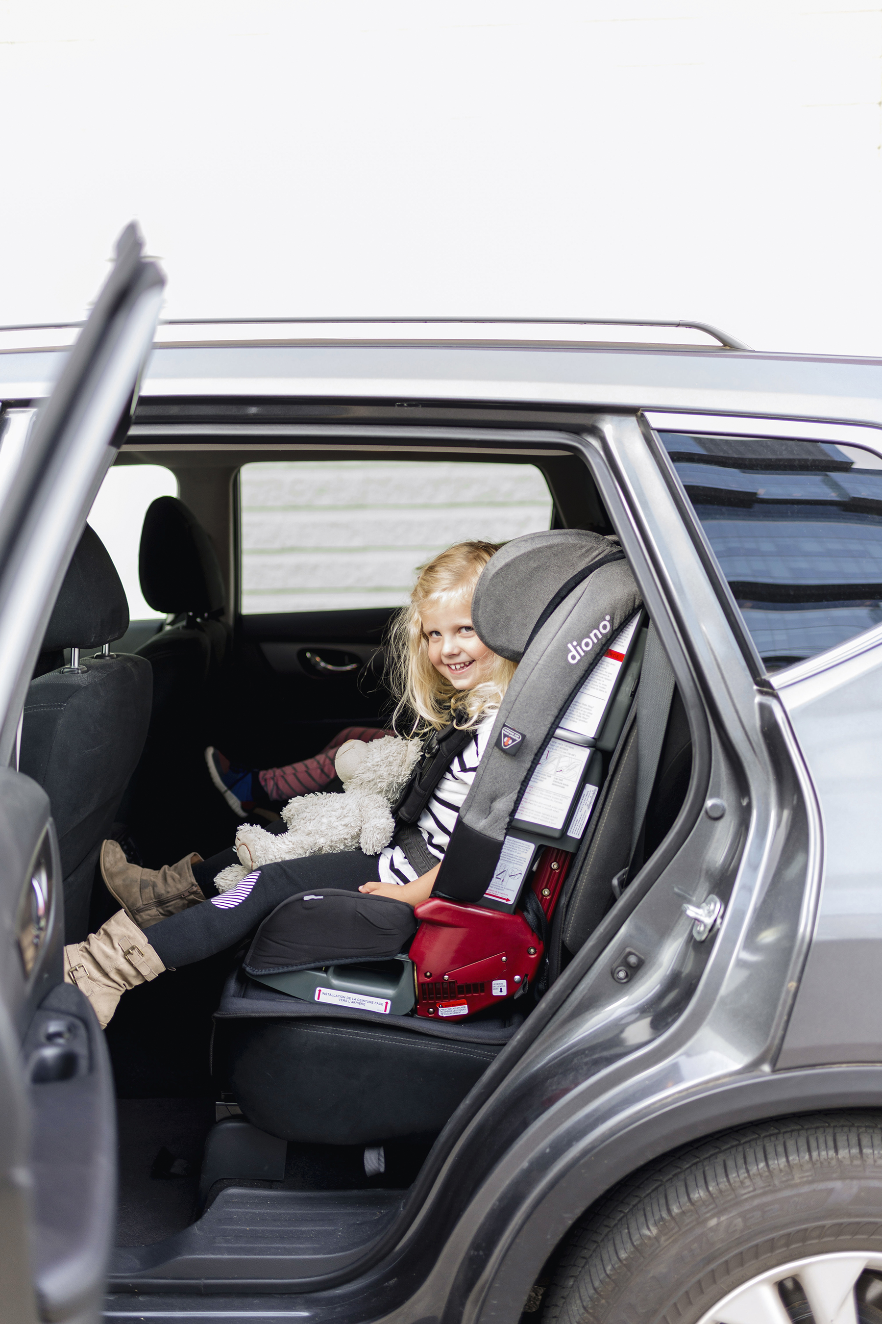 Diono Radian installed in Nissan Rogue | Top 10 tips for road tripping with toddlers + preschoolers