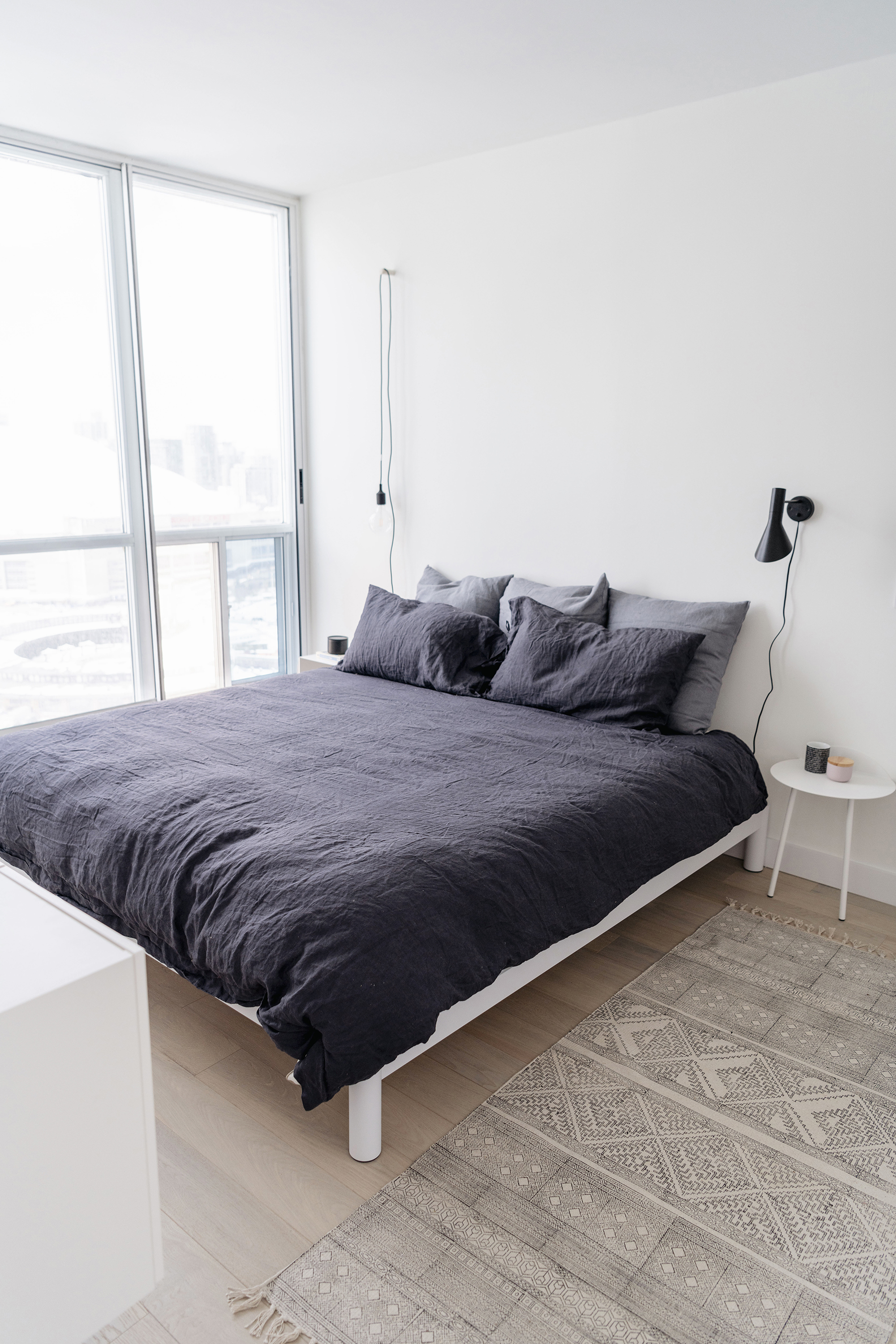 charming minimalist bedroom design | Interior Design | Happy Grey Lucky